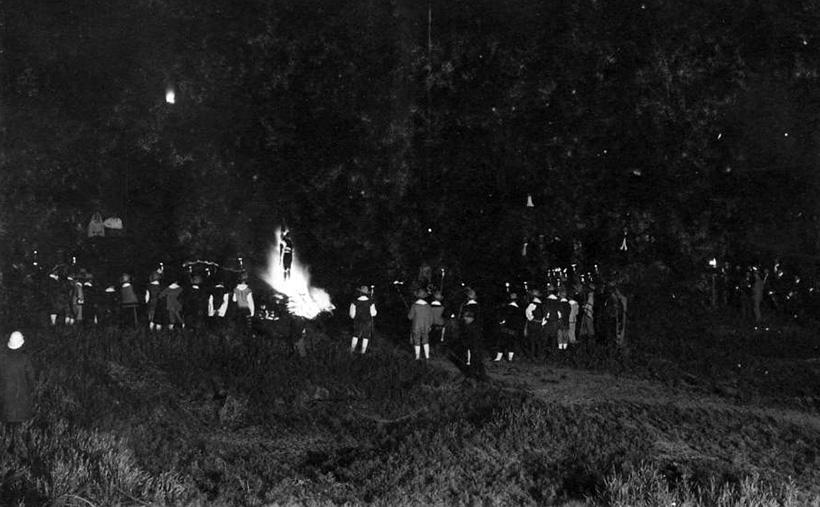 Ритуальное сжигание соломенного чучела.jpg