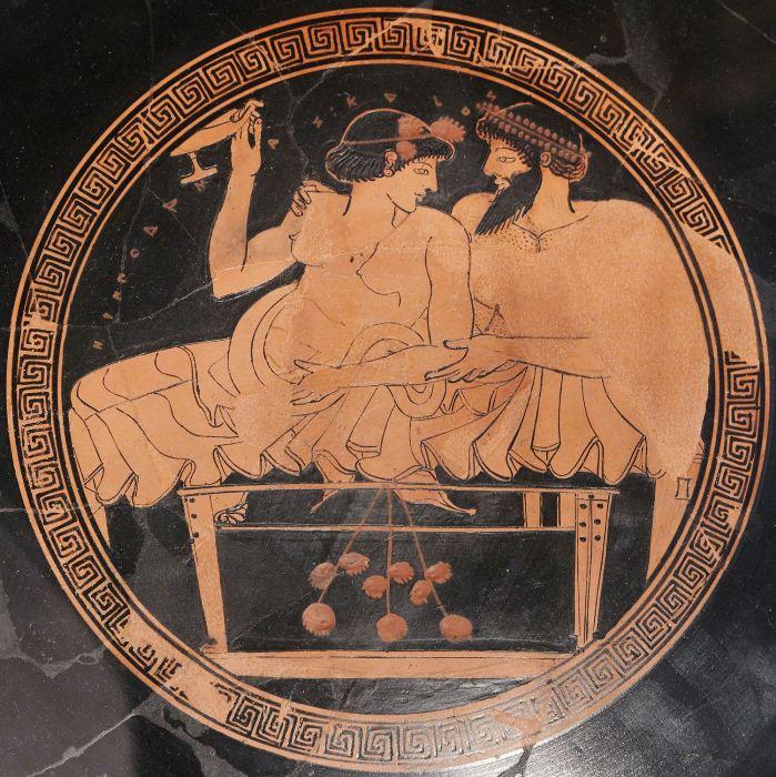 Рисунок на античной чаше.